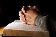 handen gebed op bijbel